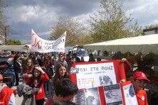 The students of Tichero's schools took the streets and the open market of their town dressed in red, with banners & singing!
