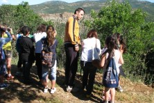 The nest guardian helps the students to observe the Egyptian vultures  (WWF Greece)