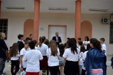 Mayor of Sapes congratulates the children for their initiative (G.Azoridis/WWF)