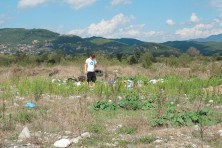 Designing a small supplementary feeding station in the location of a former garbage dump used by Egyptian Vultures in the area of Epirus, Greece. (Photo: V. Saravia).